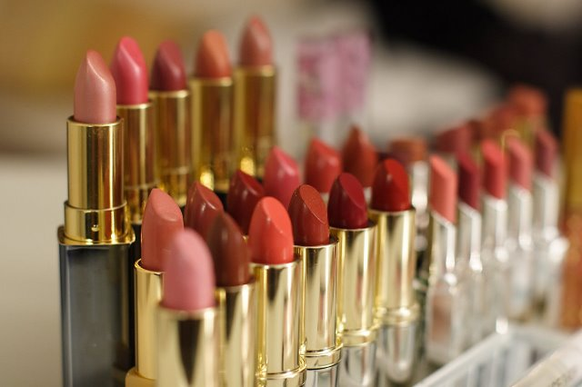 Lipstick, Eyeliner, and Neural Connections: Study Finds Wearing Makeup Causes Improved Cognitive Function