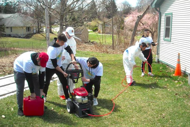 Volunteers of the Week: St. Thomas Aquinas College Students Participate in 'Spring Day of Caring' @ United Hospice of Rockland