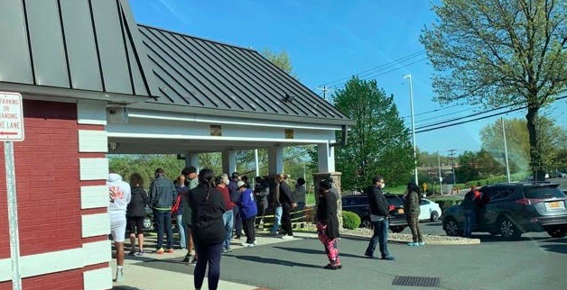 Massive Lines Pictured at Red Lobster in Nanuet for Mother's Day